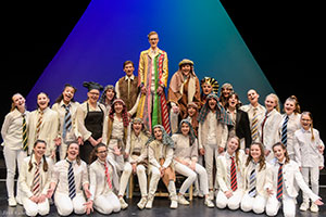 RJT speelt 'Joseph and the amazing technicolor dreamcoat'